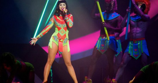 LONDON, ENGLAND - FEBRUARY 19: Katy Perry performs live onstage at The BRIT Awards 2014 at The O2 Arena on February 19, 2014 in London, England. (Photo by Samir Hussein/Redferns via Getty Images)